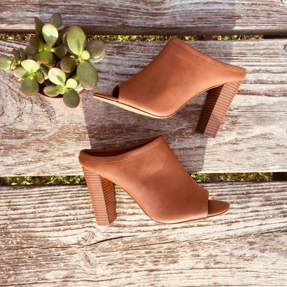 4176e30134c0 Mossimo Caramel brown Chunky Heel sandals. M 5ac2c32972ea882afca02356